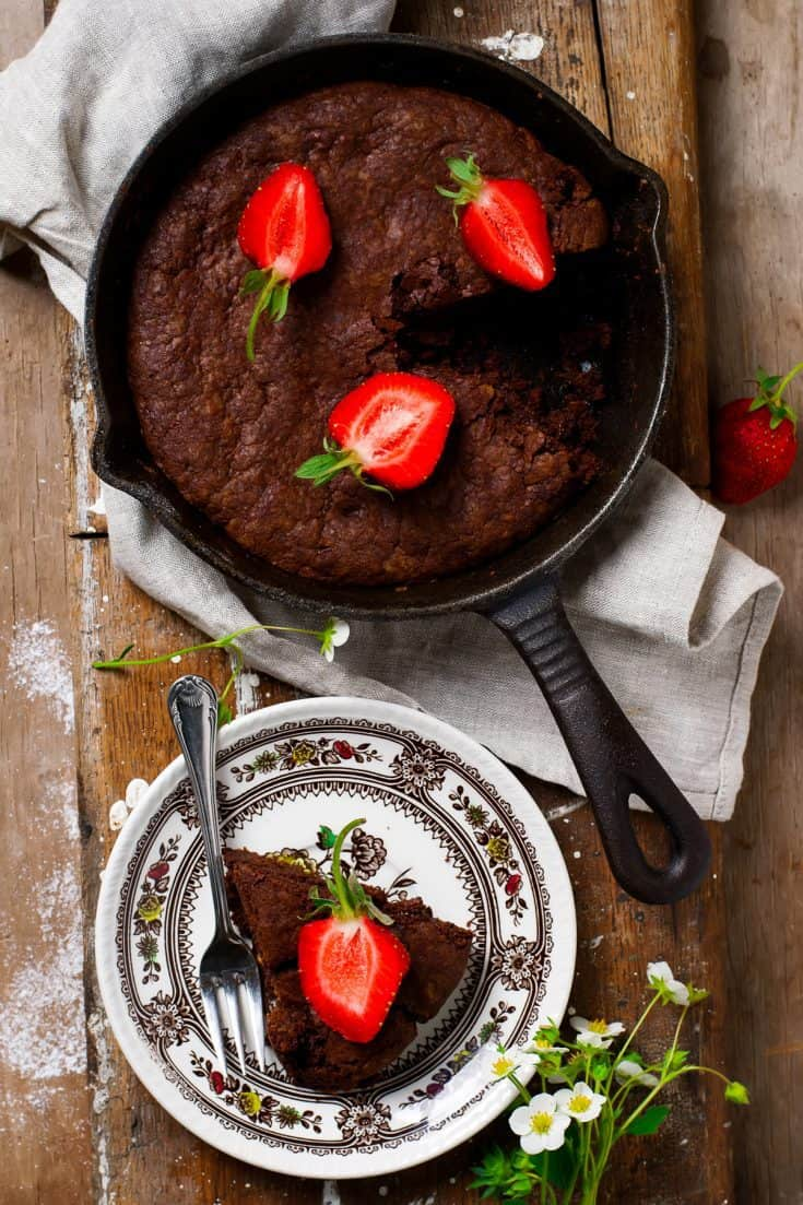 Deliciously Fudgy Skillet Brownie