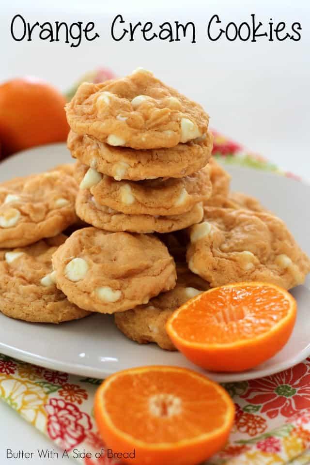 Las galletas de crema de naranja son todo lo bueno de tu masa de galleta suave y deliciosa básica, ¡con la adición de un refrescante e increíble sabor a naranja!