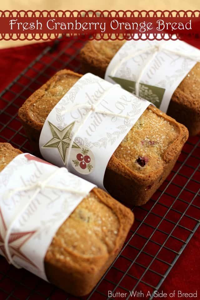 ¡Cranberry Orange Bread es el regalo perfecto para las vacaciones! Llena su hogar con deliciosos aromas de arándano, naranja y pan, ¡además es tan delicioso como huele!