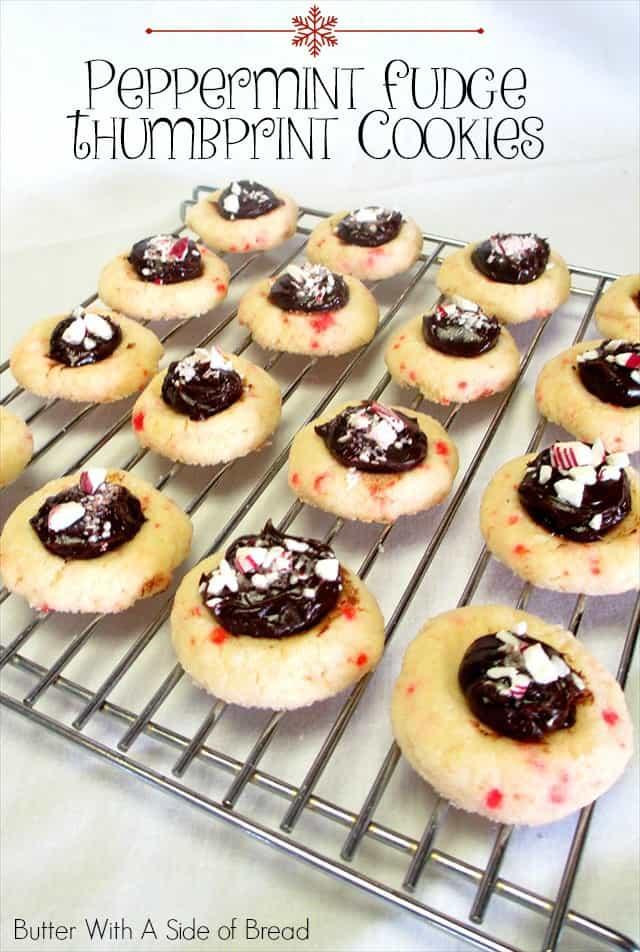¡Las cookies de huellas digitales son tan lindas y divertidas de hacer! Cuando les agregas un delicioso dulce de azúcar y menta, ¡son el éxito de todas tus fiestas navideñas!