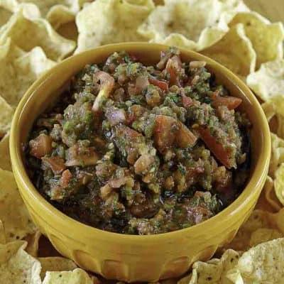Salsa casera y chips de tortilla