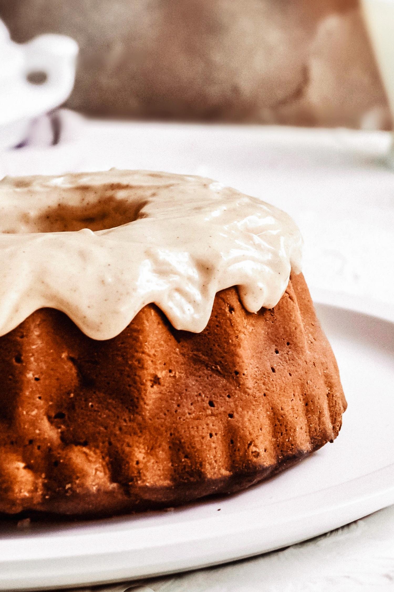 tarta de manzana y canela con glaseado de canela