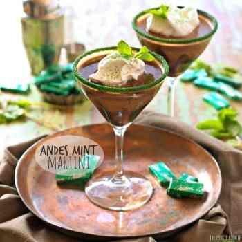 Andes Mint Martini, un cremoso cóctel de chocolate con leche y menta. Fácil delicioso! El | El novato de las galletas