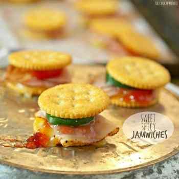Jamwiches dulces y picantes! El aperitivo perfecto para las vacaciones. Pequeños sándwiches divertidos hechos con galletas Ritz. ¡Muy divertido y fácil! El | El novato de las galletas
