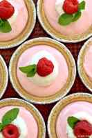 Tartas de yogur de frambuesa, ¡un dulce dulce fácil y saludable para el Día de San Valentín o la receta perfecta para baby shower! El | El novato de las galletas