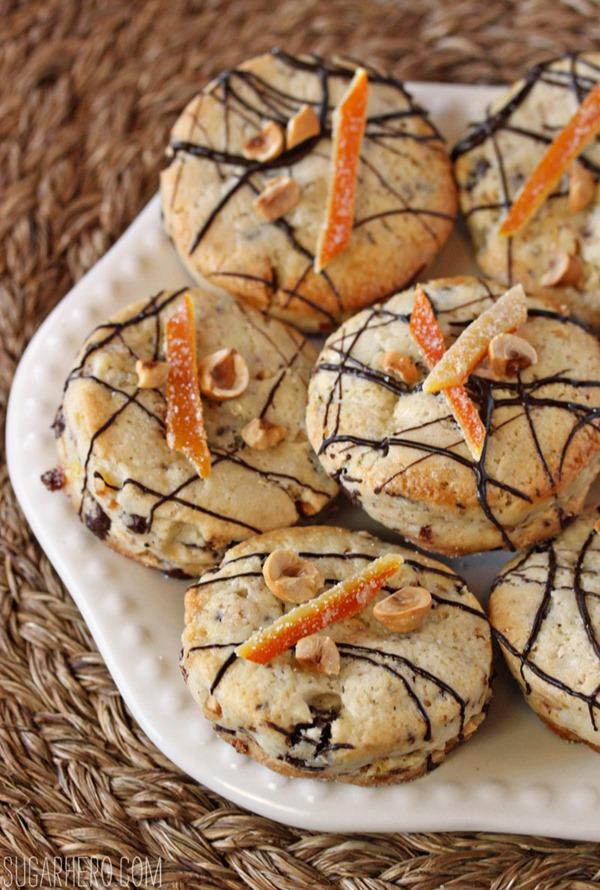Bollos de chocolate con avellanas y naranja | De SugarHero.com