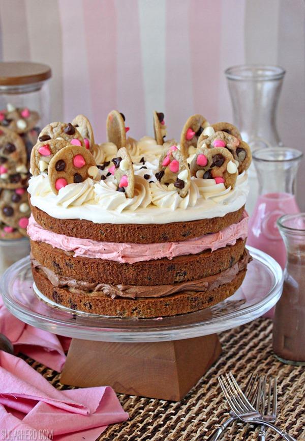 Pastel de galletas de chispas de chocolate napolitano | De SugarHero.com