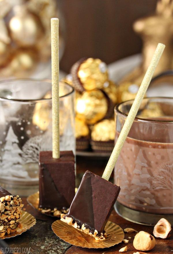 Chocolate caliente con avellanas en un palo | De SugarHero.com