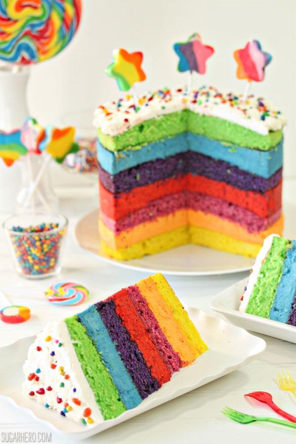 Pastel de mousse de arcoiris | De SugarHero.com