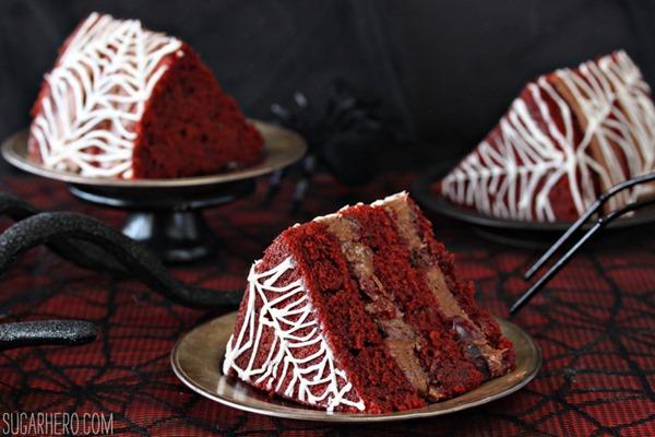 Pastel de terciopelo rojo desnudo de telaraña | De SugarHero.com