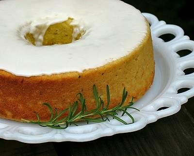 Pastel de limón, aceite de oliva y romero