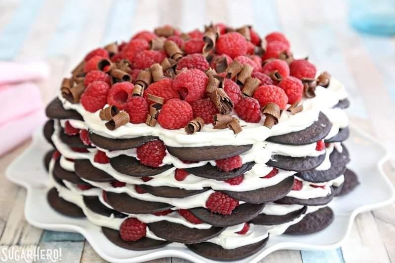 Pastel de chocolate y frambuesa sin hornear: ¡un pastel de hielo fácil hecho con solo 6 ingredientes! El | De SugarHero.com