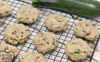 Las galletas de chispas de chocolate con calabacín son tan suaves y deliciosas, ¡además esta es una forma deliciosa de escabullirse en algunas verduras y usar todo el calabacín de tu jardín!