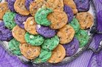 Las galletas de Halloween de Funfetti son deliciosos y espeluznantes dulces hechos con chispas festivas horneadas en cada galleta. ¡Agregamos mezcla de pudín para textura y color para DIVERSIÓN!