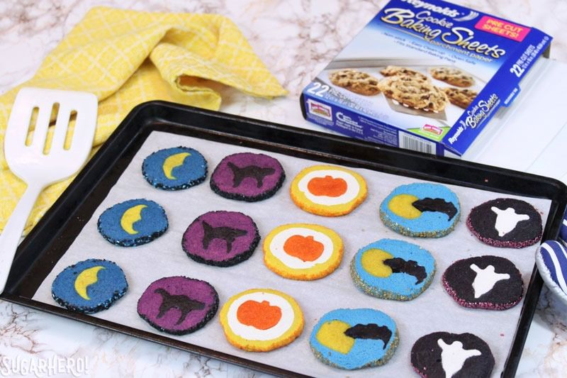 Cortar y hornear galletas de Halloween   De SugarHero.com
