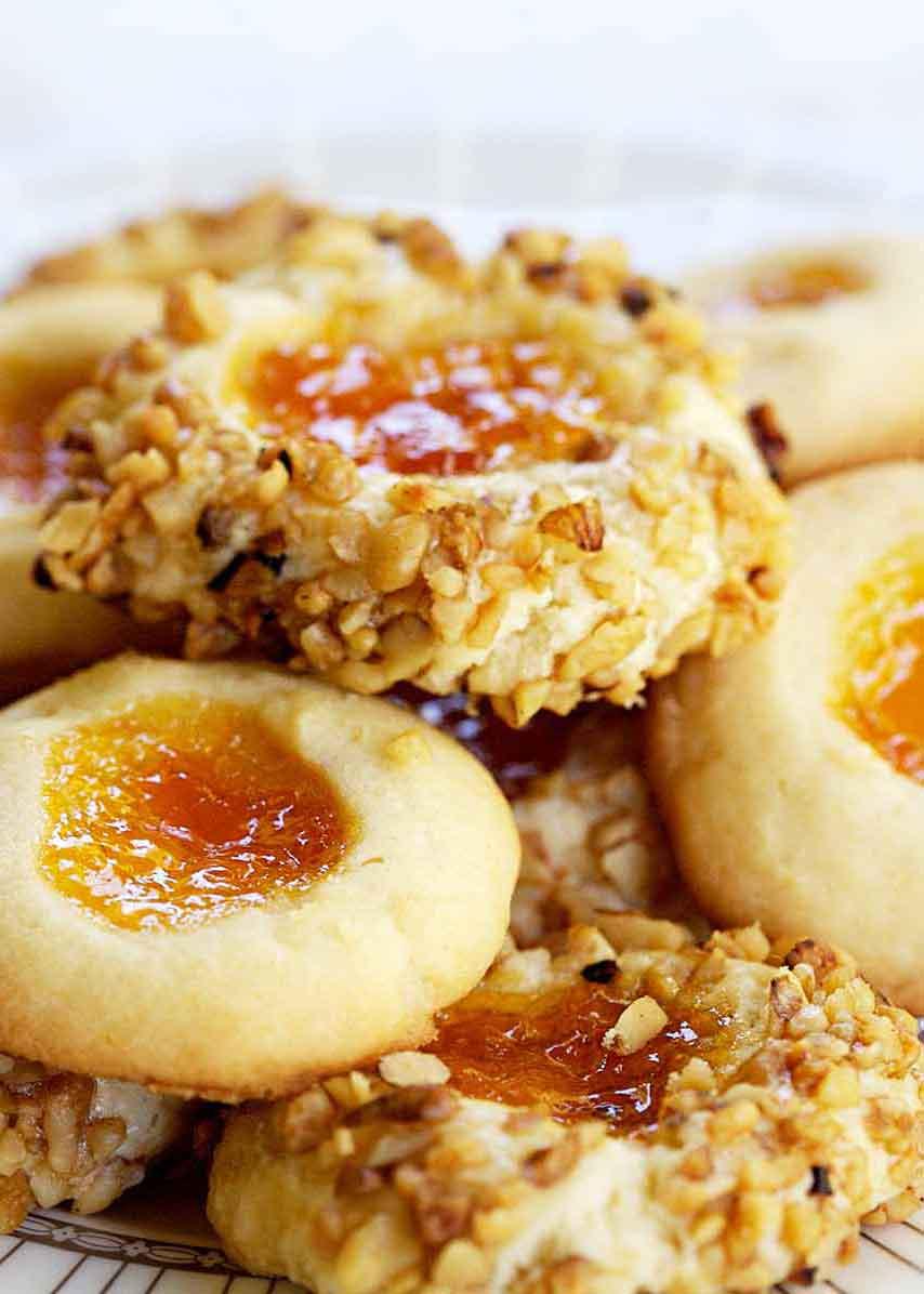 """Thumbprint Cookies """"data-pin-description ="""" Cookies de huellas digitales! Estas pequeñas galletas mantecosas se rellenan con mermelada y se enrollan con nueces. Haga esta galleta clásica para su próximo intercambio de galletas o fiesta navideña. . -srcset = """"https://cocinarrecetasdepostres.net/wp-content/uploads/2019/11/1574843763_321_Cookies-de-huella-digital.jpg 854w, https://www.simplyrecipes.com/wp-content/uploads/2009 /03/thumprint-cookies-VERT-214x300.jpg 214w, https://www.simplyrecipes.com/wp-content/uploads/2009/03/thumprint-cookies-VERT-768x1076.jpg 768w, https: // www .simplyrecipes.com / wp-content / uploads / 2009/03 / thumprint-cookies-VERT-731x1024.jpg 731w, https://www.simplyrecipes.com/wp-content/uploads/2009/03/thumprint-cookies- VERT-346x484.jpg 346w, https://www.simplyrecipes.com/wp-content/uploads/2009/03/thumprint-cookies-VERT-200x280.jpg 200w, https://www.simplyrecipes.com/wp- content / uploads / 2009/03 / thumprint-cookies-VERT-600x840.jpg 600w """"datos-tamaños ="""" auto """"data-src ="""" https://www.simplyrecipes.com/wp-content/uploads/2009/03 / Thumprint-cookies-V ERT.jpg """"/>                   <p>Crédito de fotografía: Elise Bauer </p><div class="""