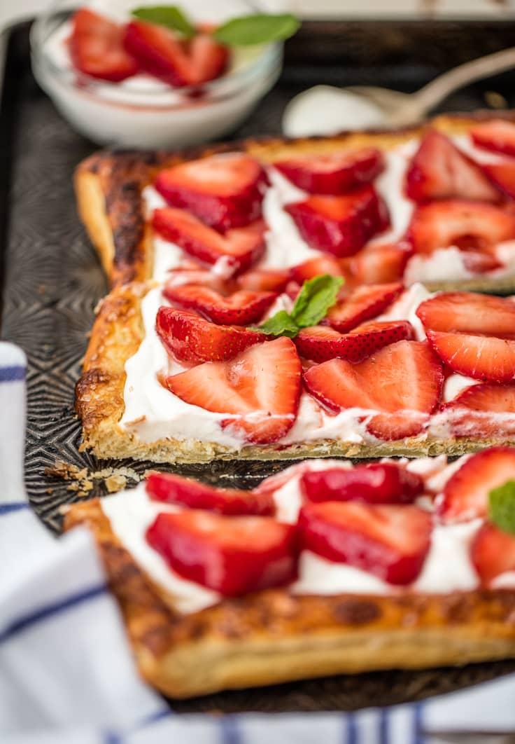 tarta de hojaldre con mascarpone y fresas