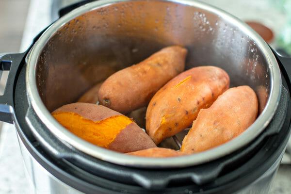 Cómo hacer batatas en la olla instantánea quitar las papas