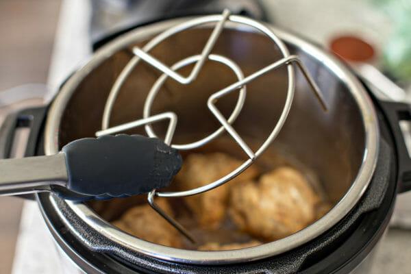 Batatas Rellenas a Olla a Presión retire el inserto