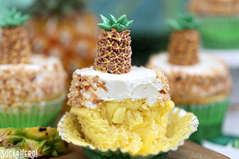 Magdalena de piña con crema de coco y piña fresca derramada fuera del centro | De SugarHero.com