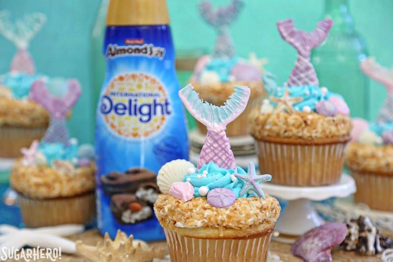 Mermaid Cupcakes: magníficos cupcakes bajo el mar con crema de café International Delight | De SugarHero.com