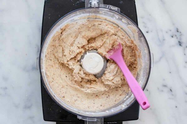 Receta de pastel de ruibarbo - masa de pastel de ruibarbo en procesador de alimentos