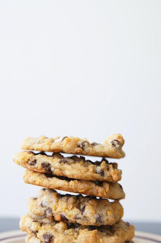¡Galletas de malvavisco con copos de maíz y barras de leche como las que se sirven en Momofuku Milk Bar en Nueva York! Creo que mi versión es aún MEJOR ... ¡y son más fáciles de hacer! Vea mis consejos y trucos para hacer estas increíbles galletas con trocitos de chocolate en su propia cocina.