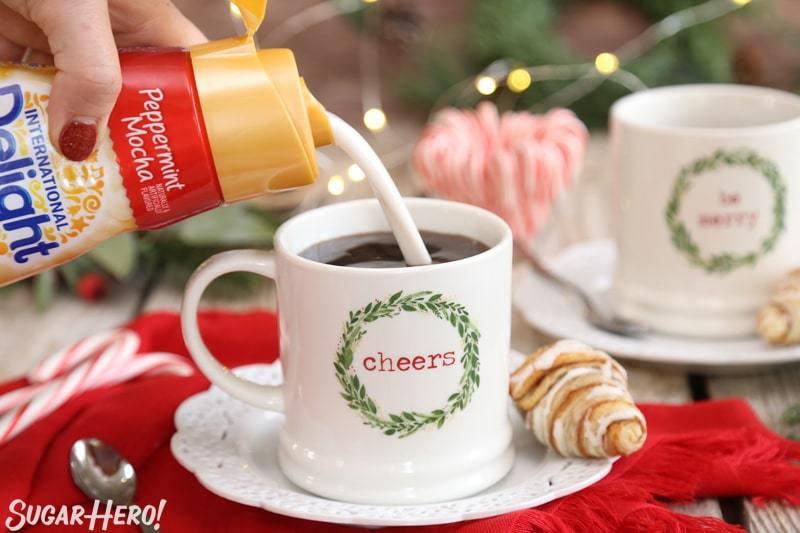 Menta Affogato - crema de colada en una taza de café   De SugarHero.com