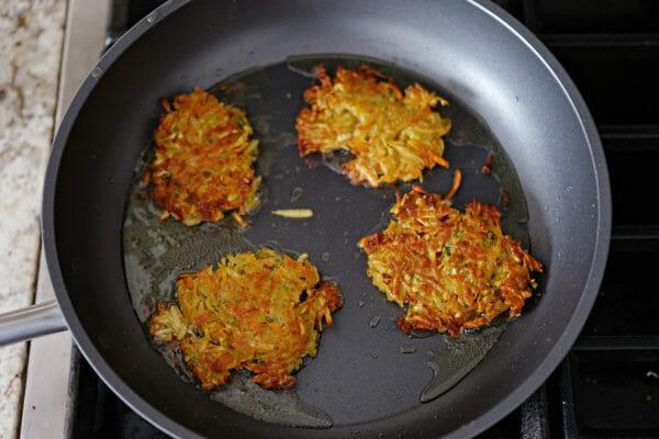 Cómo hacer lechuga Wraps Vegetariano freír los panqueques