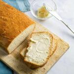 rebanada de pan casero con mantequilla