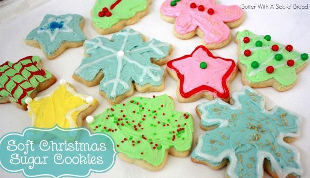 ¡Las galletas de azúcar navideñas son una tradición navideña en nuestra casa! ¡A los niños les encanta decorarlos y además son tan suaves y deliciosos que a todos les encanta comerlos!