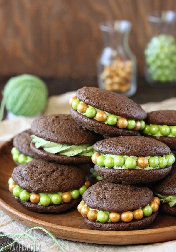 Menta Chocolate Chip Whoopie Pies | SugarHero.com