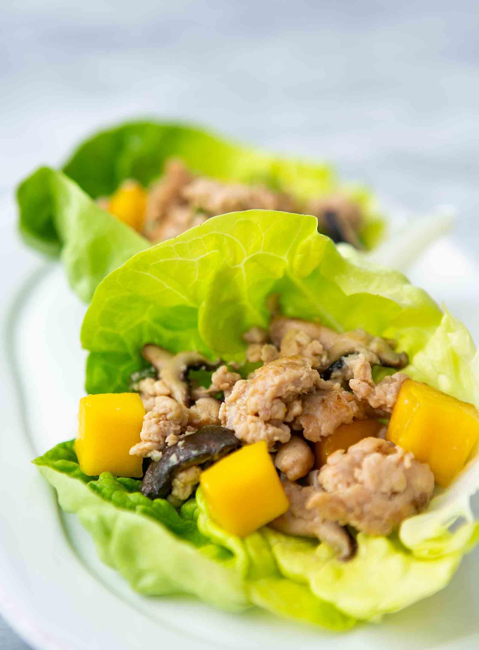 wraps de pollo con lechuga y mango
