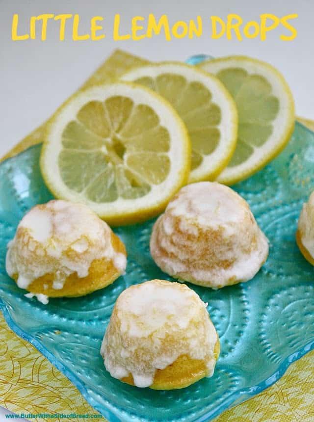 Little Lemon Drops son deliciosos bocaditos del tamaño de un bocado que comienzan con una mezcla de pastel, ¡son el regalo perfecto para llevar a tu próxima fiesta!