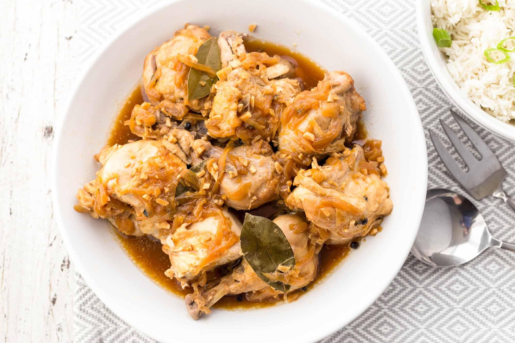 Marinada de pollastre a la cuina de pressió amb arròs'autocuiseur avec du riz