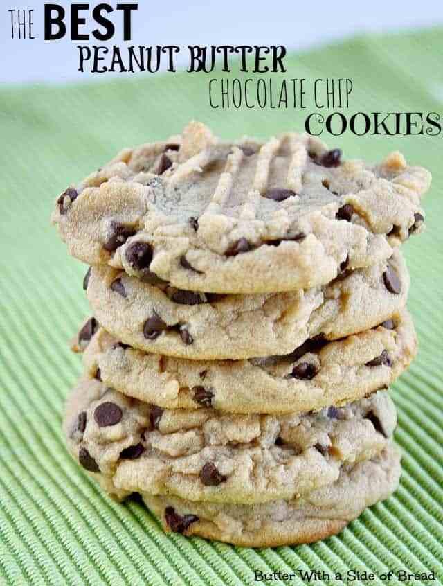 Las galletas de chispas de chocolate con mantequilla de maní son suaves y masticables, y convierten una receta básica de galletas de chispas de chocolate en una increíble.