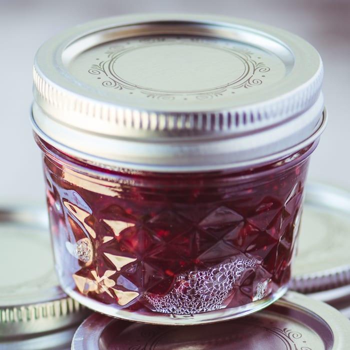 Mermelada de pimiento picante Cranberry Hatch ~ theviewfromgreatisland.com