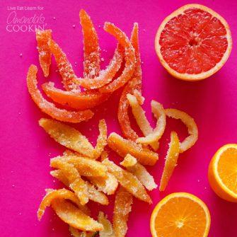 Convierte la cáscara de naranja, pomelo, limón y lima en deliciosos dulces con esta receta de cáscara de cítricos confitada. ¡Siempre me ha encantado la cáscara de naranja confitada!