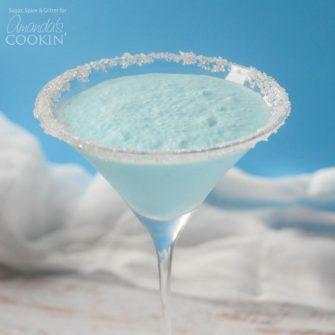 Este cóctel Blended Frostbite es ideal para una fiesta de fin de año y la bebida nevada perfecta.