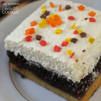Si te encanta el chocolate y has probado el pastel mágico de calabaza, ¡este pastel mágico de calabaza y chocolate es definitivamente una prueba obligatoria! ¡Chocolate y calabaza, tan deliciosos!