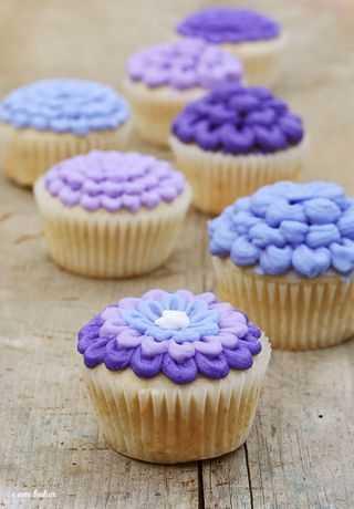 IMG_4939.Purpleflowercupcake