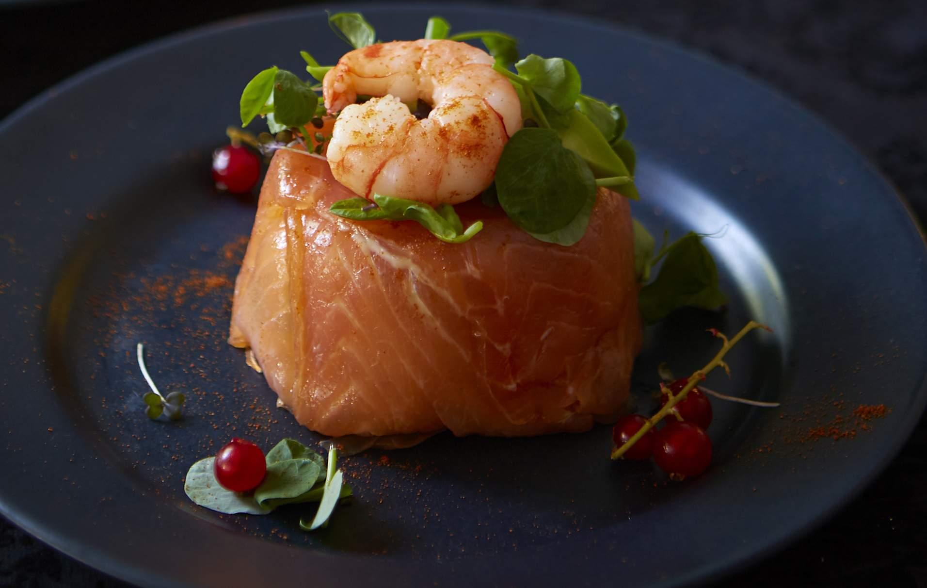 Cóctel de gambas y paquetes de salmón Estos cócteles de gambas con paquetes de salmón son el entrante perfecto para cualquier ocasión especial.