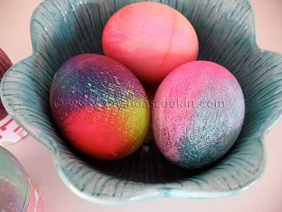 Cómo hacer huevos de Pascua Tie Dye