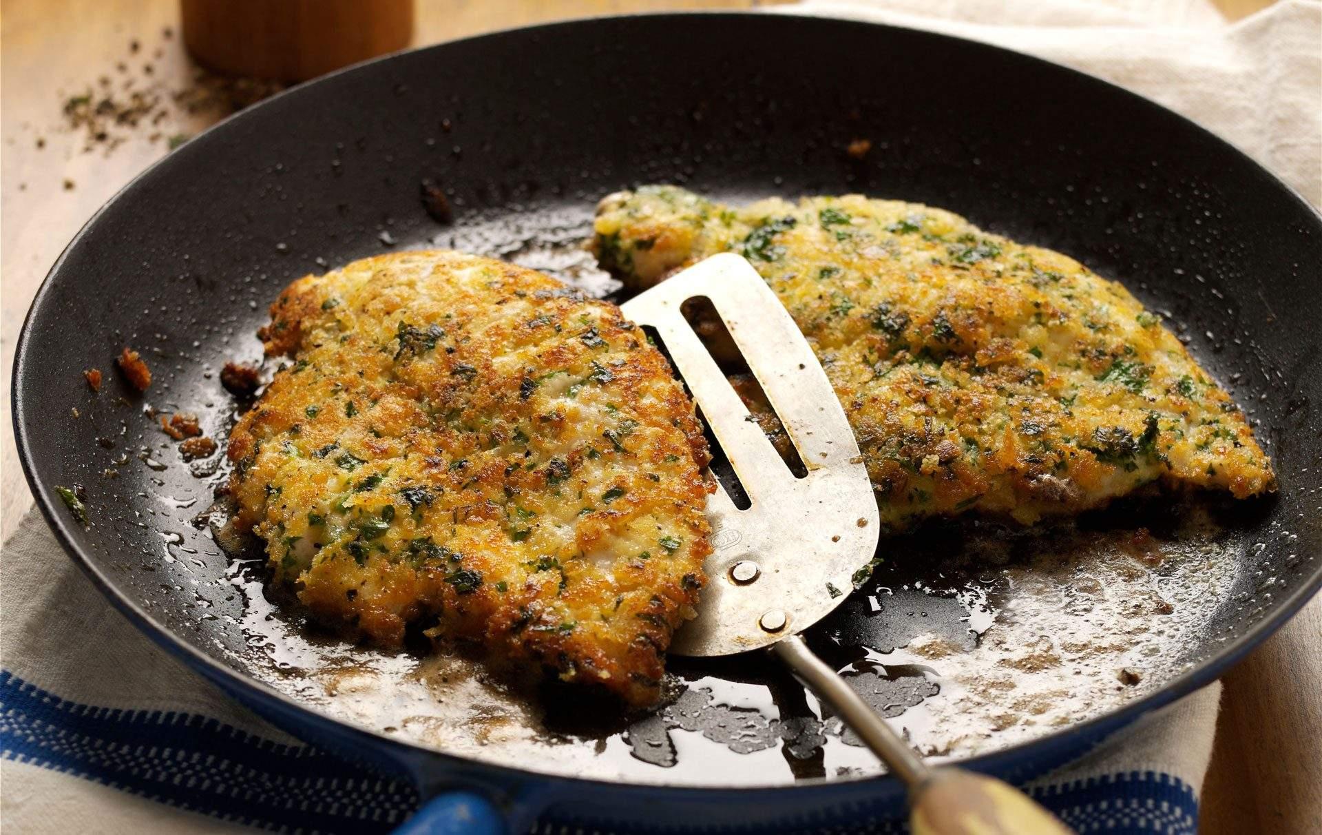 Escalopes de pollo Haga escalopes de pollo para la cena de esta noche. Son rápidos, fáciles y llenos de sabor. Servir con papas fritas y guisantes, delicioso. Esta receta de pollo es genial