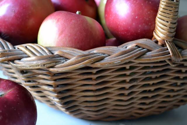 manzanas en una canasta