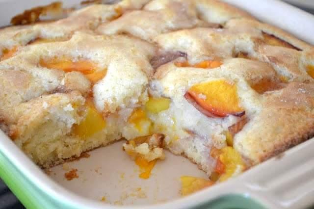 pastel de albaricoque y nectarina sin rebanada