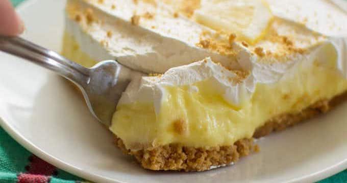 Postre de pudín de queso crema y limón