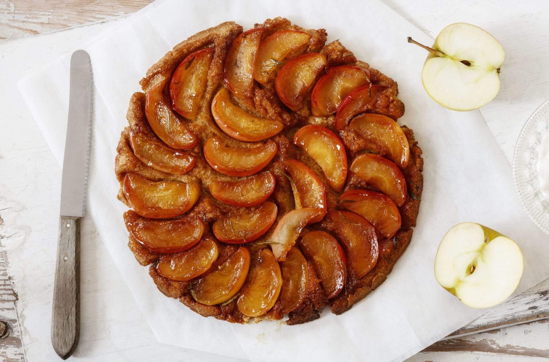 Tarta Tatin de manzana fácil Nuestra receta fácil de tarta tatin de manzana está lista para cocinar en solo 20 minutos y es absolutamente infalible. Confía en nosotros, ¡siempre obtendrás esta receta correcta!