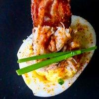 Receta de huevos rellenos de cangrejo de tocino