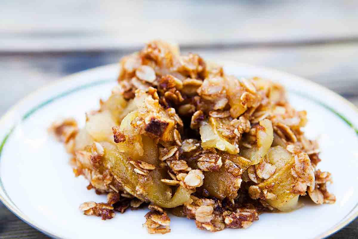 apple crisp on plate made from easy apple crisp recipe
